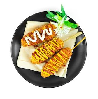 치즈 콘도그 3 좋아하는 라면, 감자튀김 모짜렐라 치즈 안에 감자와 빵가루, 핫고그 스타일 한국 길거리 음식 인기 휴식 시간 메뉴 topview