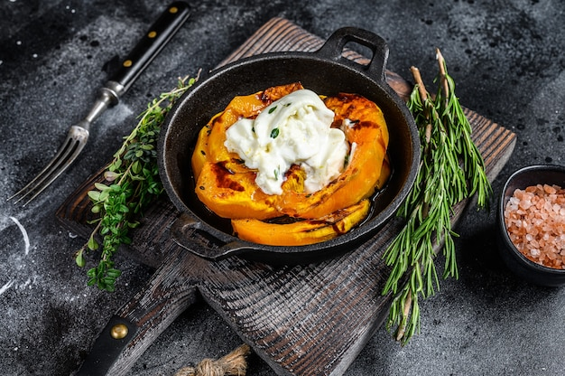 치즈 모짜렐라 부라 타와 구운 호박 샐러드