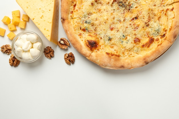白のチーズピザと材料