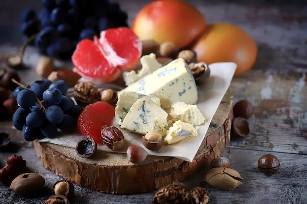 チーズプレート。ワインの前菜。