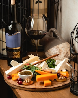 Cheese plate with red wine