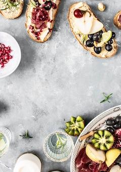チーズの盛り合わせの食べ物の写真撮影のレシピのアイデア
