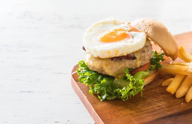 Сырный свиной гамбургер