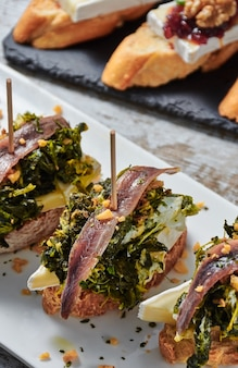 Cheese skewer with anchovies and respigos