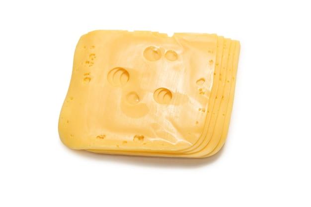 Кусочек сыра, изолированные на белом фоне.