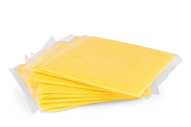 白い背景の上のチーズスライス