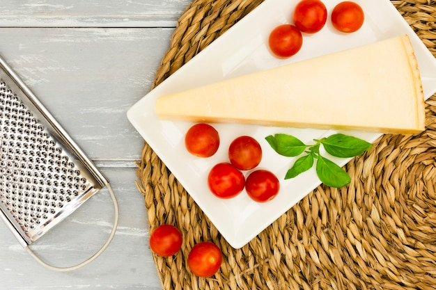 Cheese with tomatoes and mint