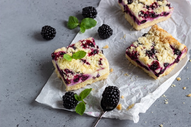 Cheesecake bars with blackberries and mint