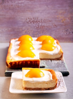 Cheesecake with poached apricots, sliced on plate