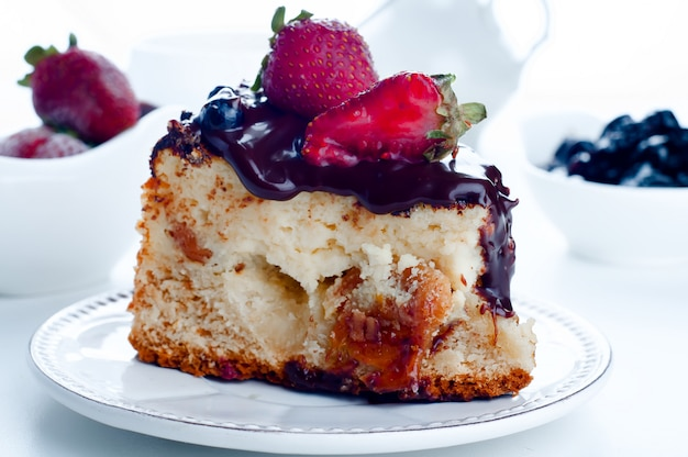 Cheesecake with strawberries and chocolate