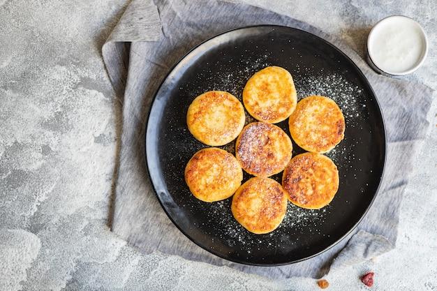 Сырники завтрак или десерт сырники творожные творожные оладьи