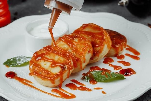 Ватрушки с мятой и сметаной. вкусный десерт.