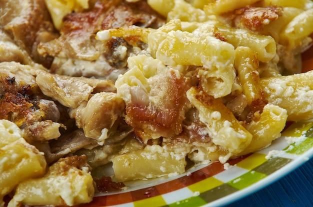 安っぽいバッファローチキンパスタこの種の食べ物。