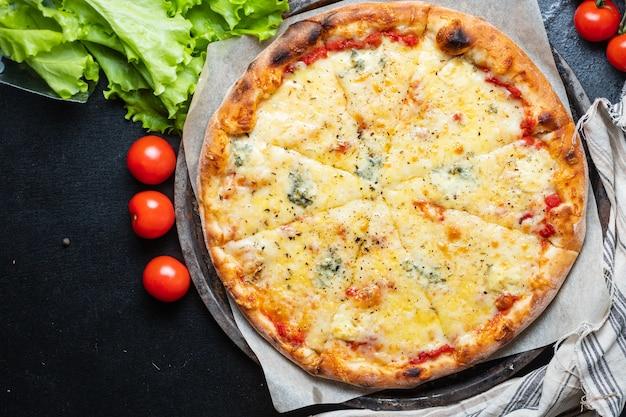 Сырная пицца фаст-фуд 4 вида сыра ассорти еда фон