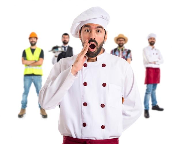 Chef facendo gesto sorpresa su sfondo bianco
