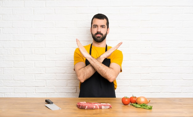 Chef holding in a cuisine making no gesture