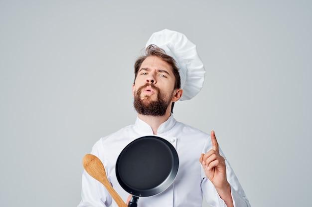 Шеф-повар с кухонной утварью ресторан профессиональный кулинария