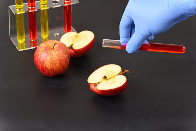 Химические добавки и краски во фруктах.