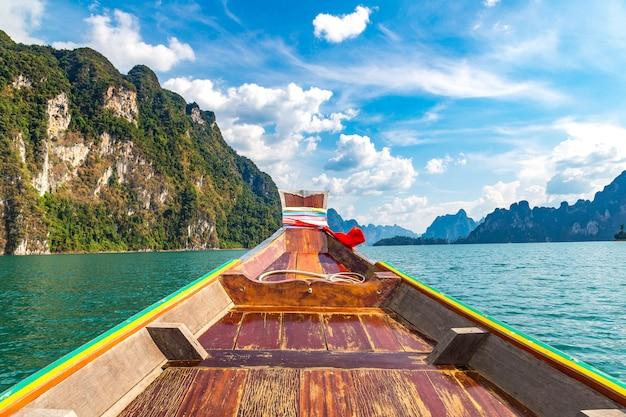 Озеро чеоу лан в таиланде