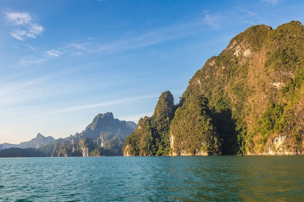 タイのカオソック国立公園、チューラン湖