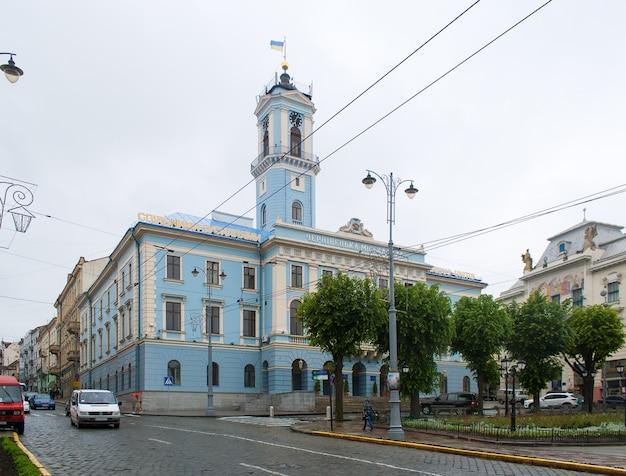 체르니우치 시청. 서부 우크라이나. 제국 스타일로 1847년에 지어졌습니다.