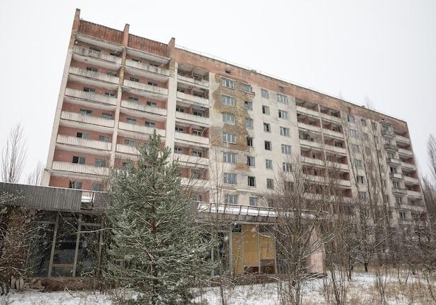 체르노빌 제외 구역. 잃어버린 도시. 버려진 도시 프리피야트의 건물 유적. 배제 지역의 겨울. 방사능이 높은 지역