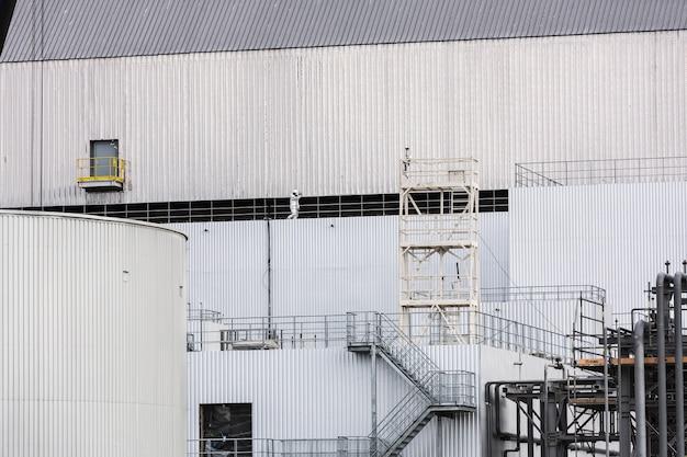 체르노빌 원자력 발전소. 체르노빌 4호 원자로 격리. 물체 보호소 위의 아치는 세계에서 가장 큰 이동식 건축물입니다.
