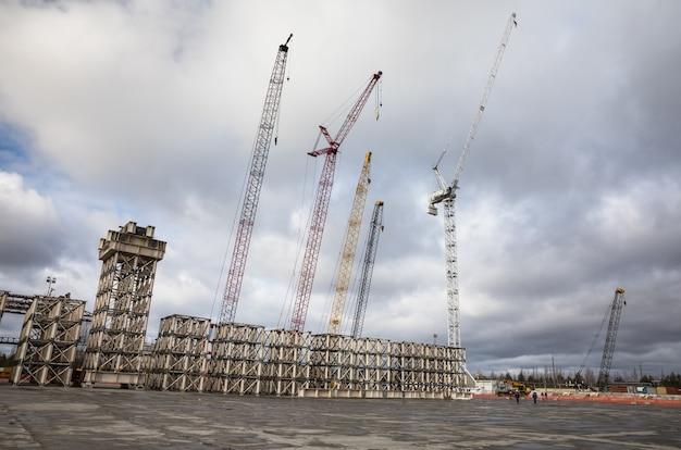 체르노빌 원자력 발전소. 개체 대피소에서 크레인