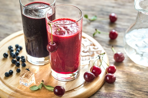Cherry and bilberry smoothies