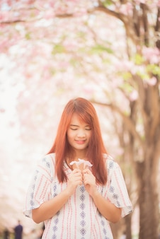 Fiori di ciliegio asiatico divertimento felice sakura