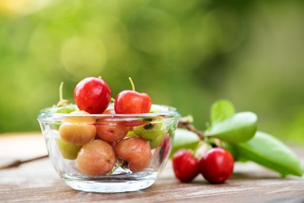 自然の桜の果実。