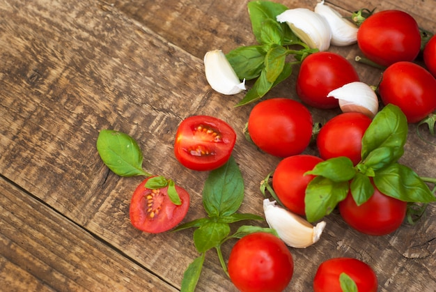 Cherry tomatoes with basil leaves and garlic.