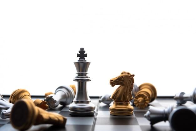 ビジネスアイデアと競争のチェスボードゲームコンセプトと戦略計画成功の意味