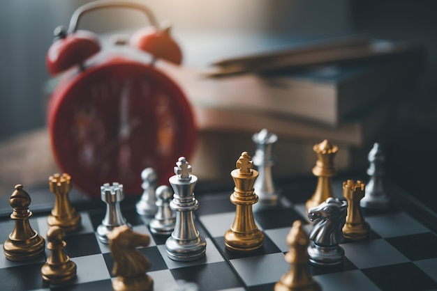 비즈니스 아이디어 및 competitionnd 계층 계획 성공 의미의 체스 보드 게임 개념