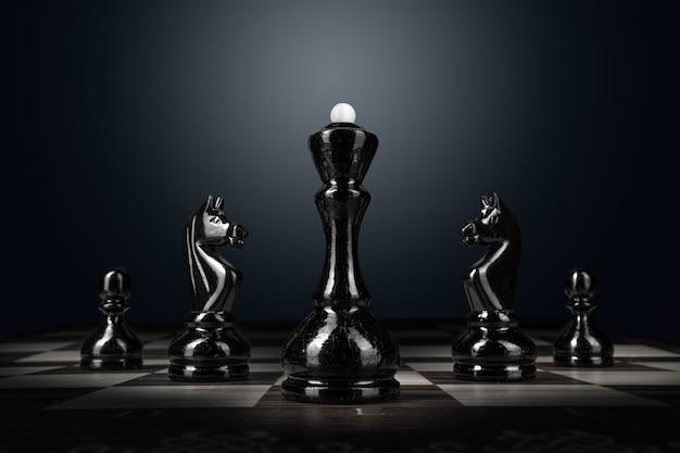 Шахматная доска с фигурами на темной поверхности