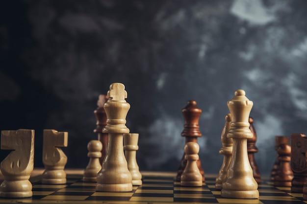 보드에 체스 게임 돌