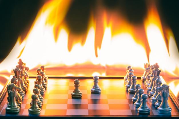 銀と金の両方のチェスゲームは非常に熱くディテールブラーを競います