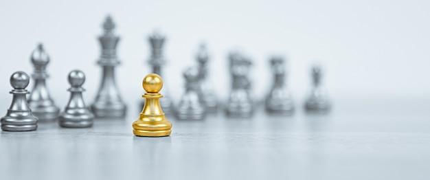 列の前のチェス。