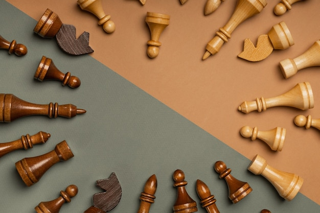 平らな背景の上面図のチェス