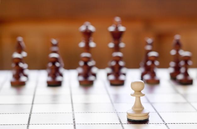 Шахматы на шахматной доске