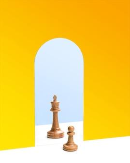 鏡の中のチェスの女王の反射の前にあるチェスのポーン。