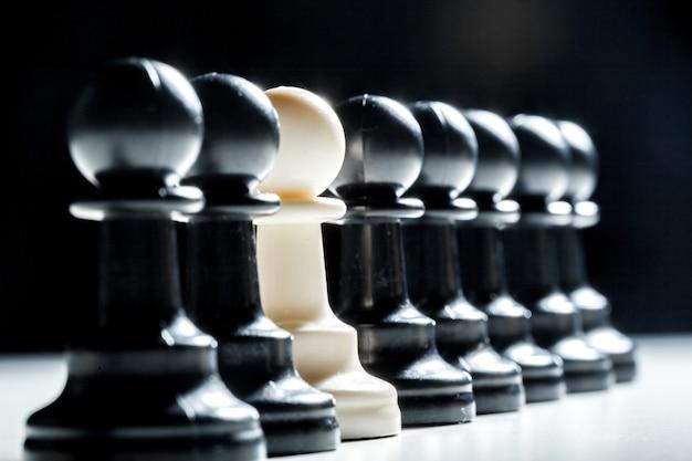 黒い色のチェスの駒