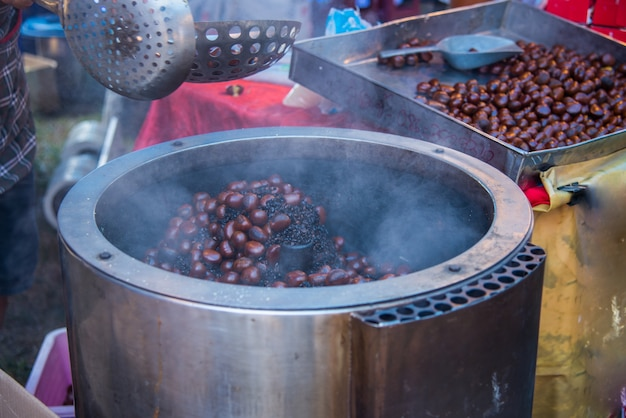 Chestnut roast made of stainless steel.