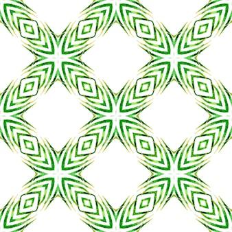 シェブロン水彩パターン。緑の繊細な自由奔放に生きるシックな夏のデザイン。緑の幾何学的なシェブロン水彩ボーダー。テキスタイル対応の好感の持てるプリント、水着生地、壁紙、ラッピング。