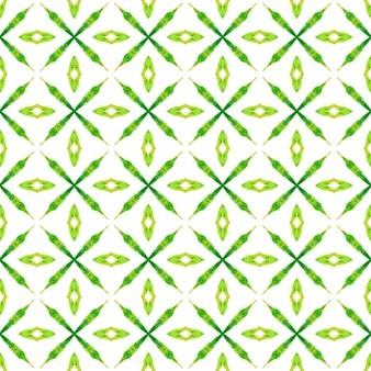 シェブロン水彩パターン。緑の好感の持てる自由奔放に生きるシックな夏のデザイン。緑の幾何学的なシェブロン水彩ボーダー。テキスタイル対応の好ましいプリント、水着生地、壁紙、ラッピング。