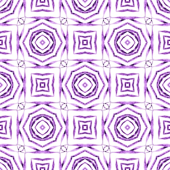 シェブロン水彩パターン。紫のキュートな自由奔放に生きるシックな夏のデザイン。緑の幾何学的なシェブロン水彩ボーダー。テキスタイル対応の素敵なプリント、水着生地、壁紙、ラッピング。 Premium写真