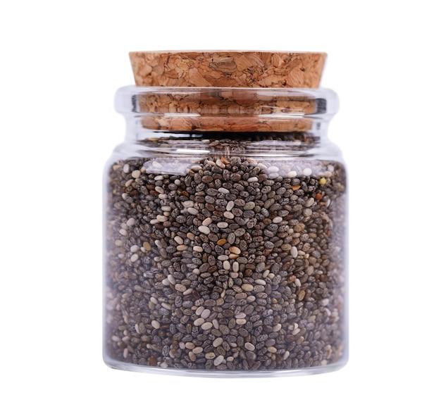 절연 유리 항아리에 치아 씨앗 건강 한 superfood입니다. 작은 유기 치아 씨앗의 근접 매크로입니다.