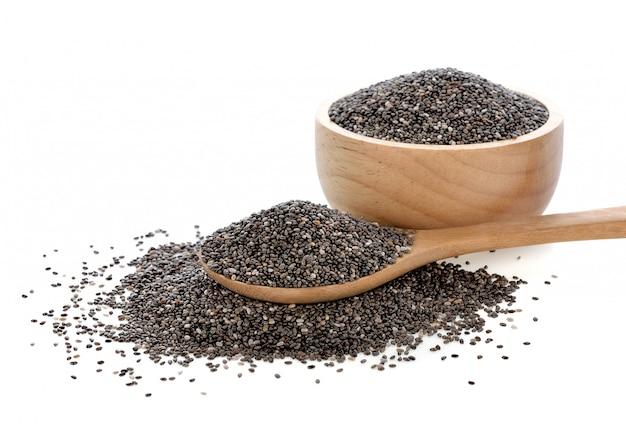Семена chia изолированные на белизне.