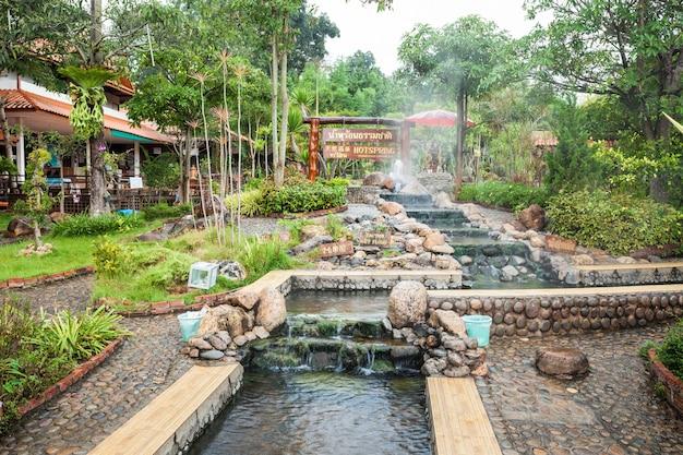 Chiang rai, thailand - 2014년 11월 6일: thaweesin 온천, 치앙라이 지방, 태국