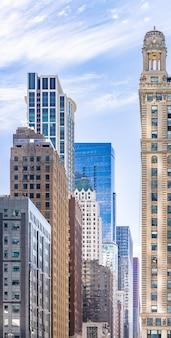 Чикаго, здание на фоне линии горизонта